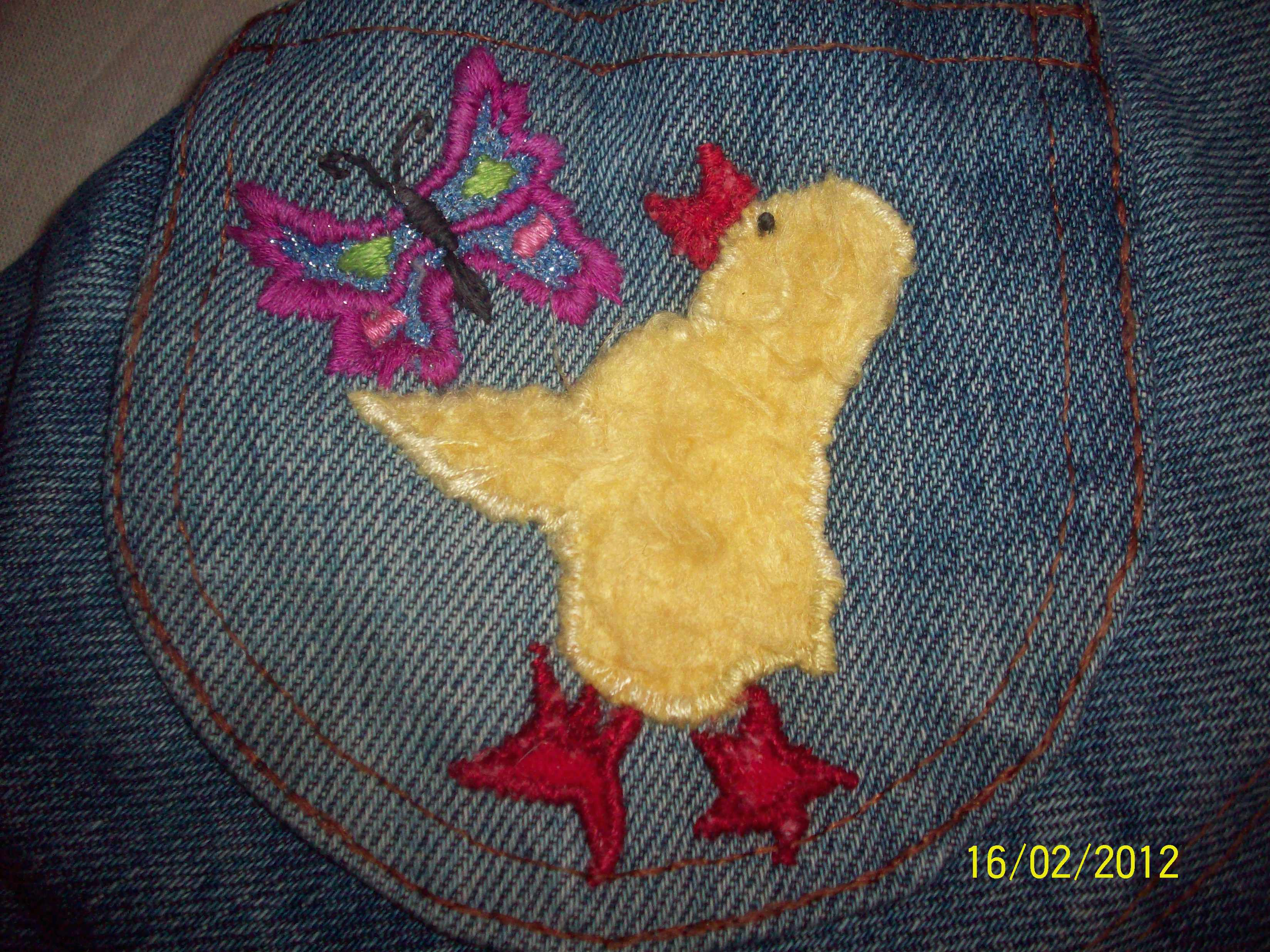 Цыплёнок с бабочкой