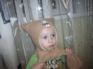 Шапка с шарфом бежевая из флиса с ушками