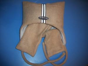 Шапочка с шарфиком бежевого цвета