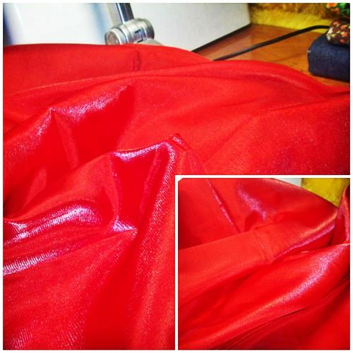 Коллаж красная ткань