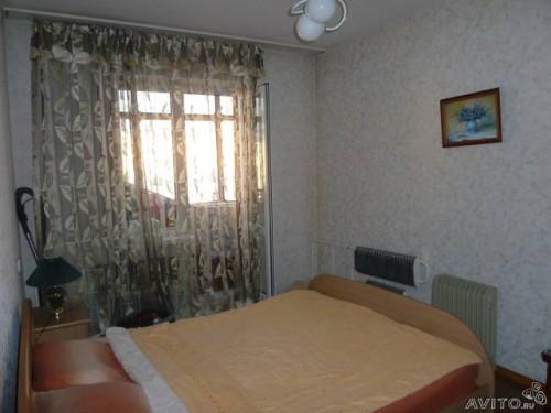 Дальняя комната с балконом