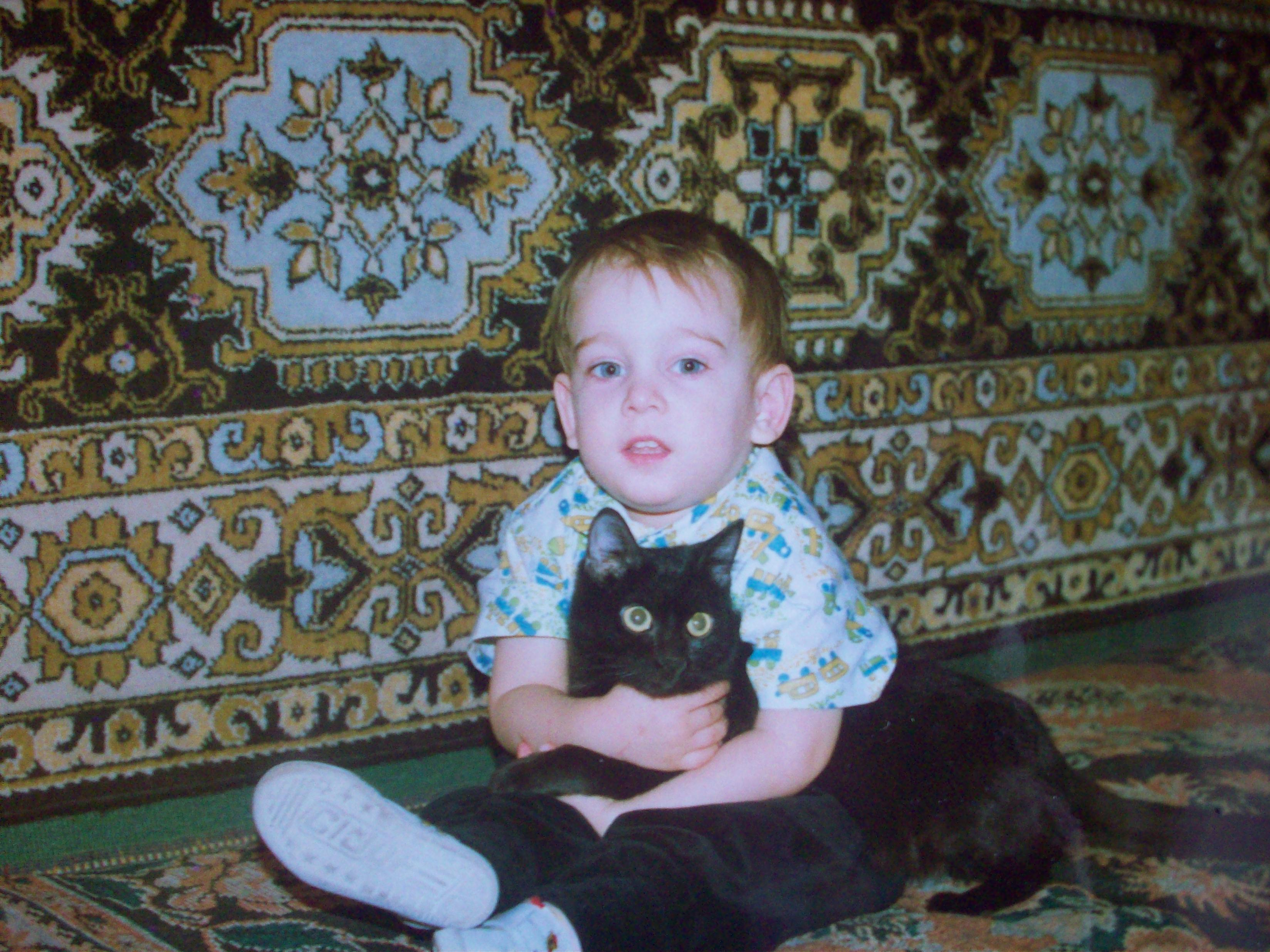 Артёмка с котом Лёвкой