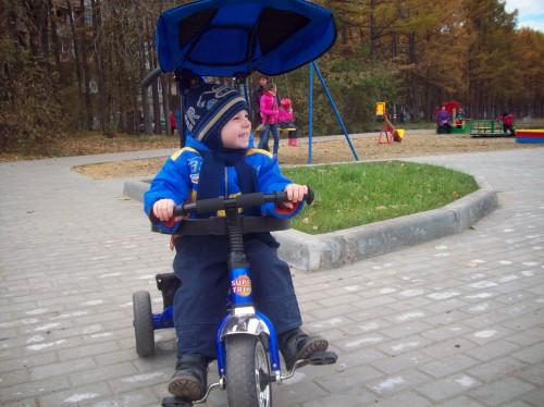 Детская площадка позади