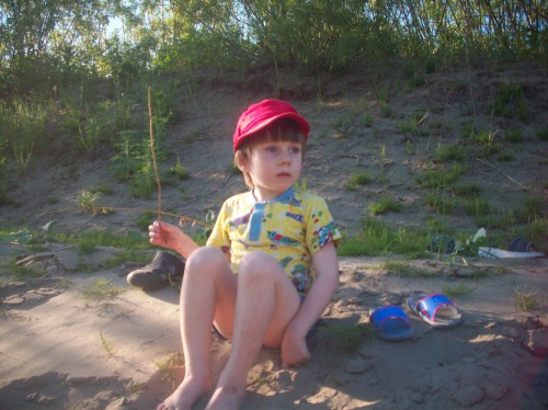 Младшенький пока на берегу