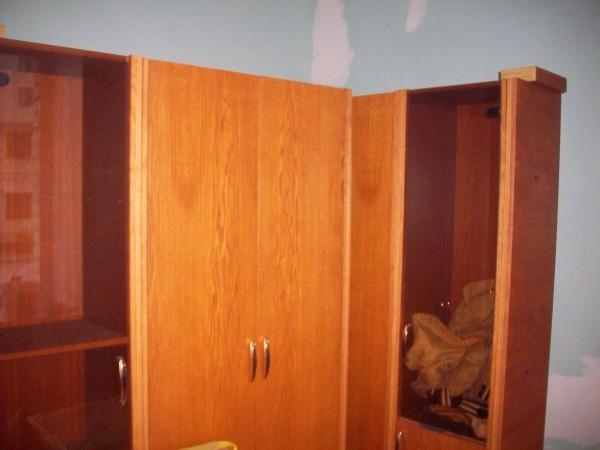 Зелёная комната - кабинет с мощным столом и шкафами