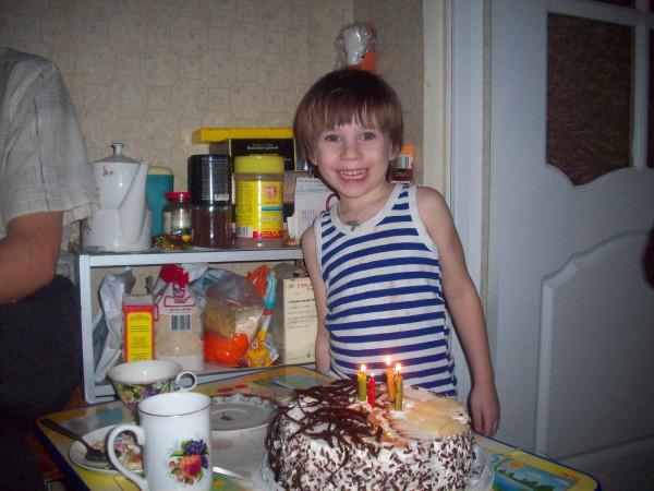 Тортик с четырьмя свечками
