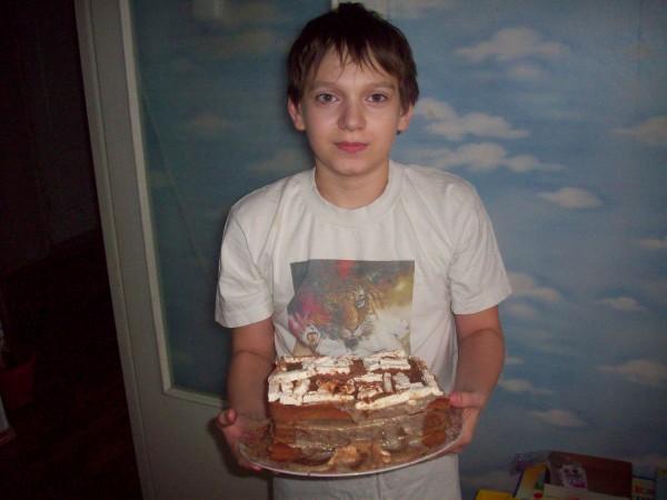 Даня утром с тортом, перед вручением