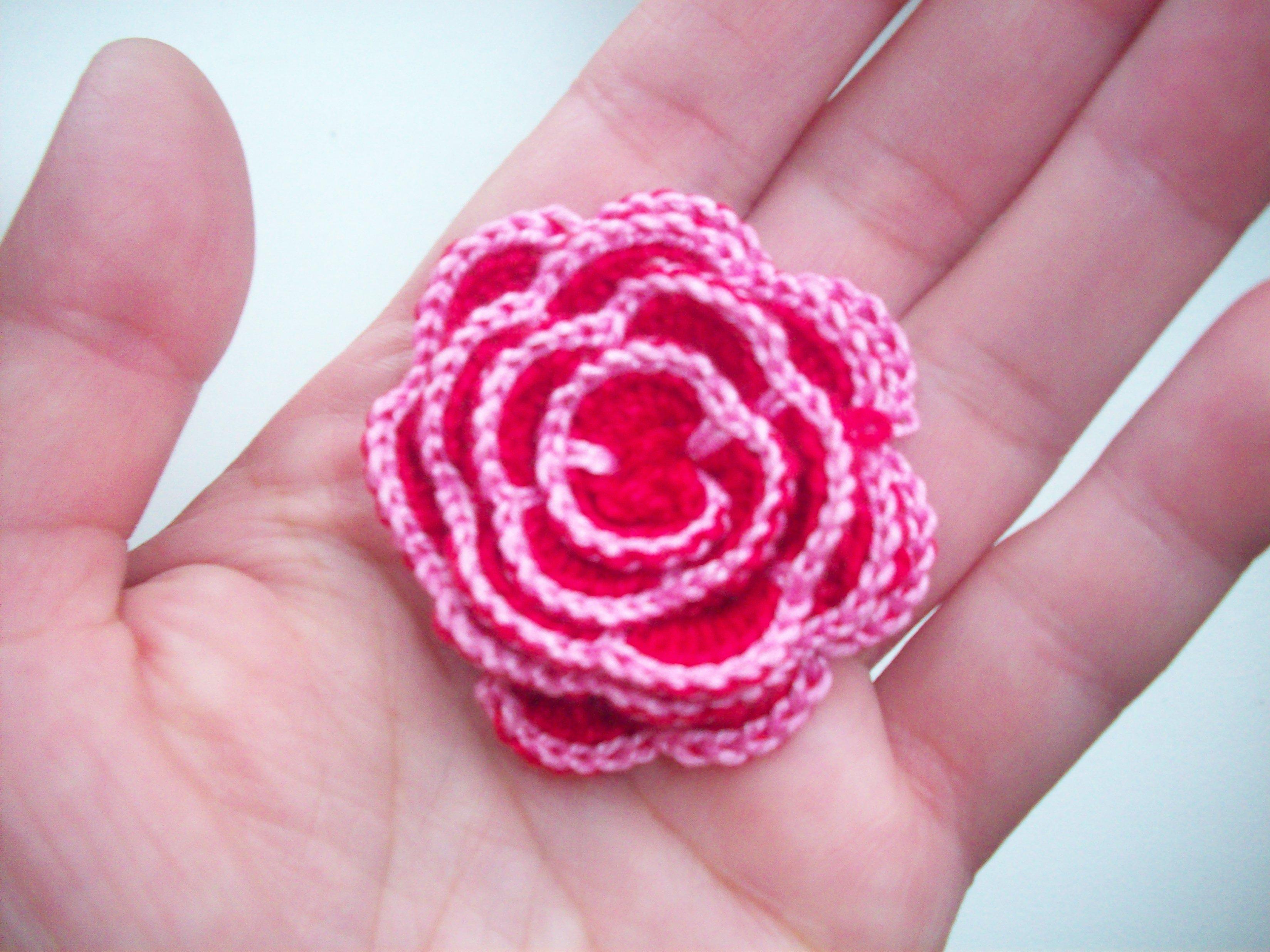 цветок в руке фото: