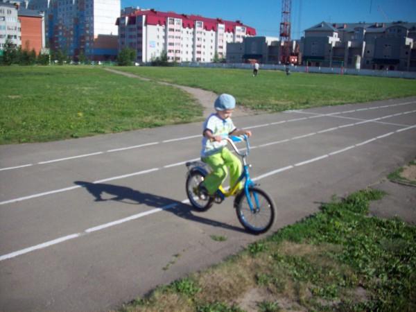 На велосипеде в 4г. 5м.