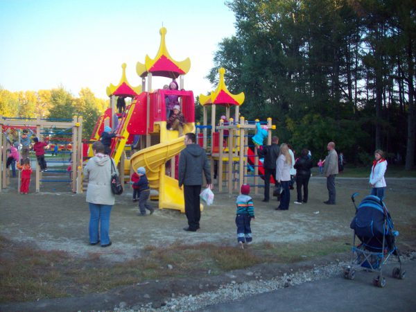 Детская площадка на Попова
