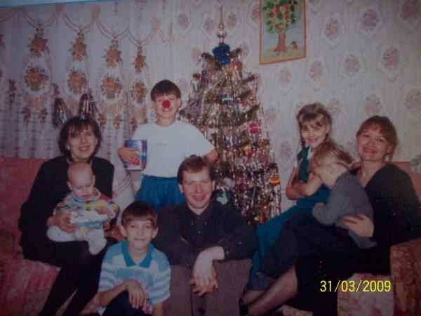 А здесь я с 8-ми-месячным Данькой, а Серёжа - с Артёмом. Это мы в гостях у кумовьёв.