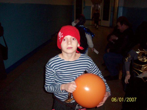 Данька-средний в школе пират